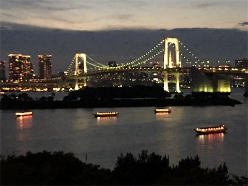 シズラーお台場店のテラス席から見たレインボーブリッジ(日没前)