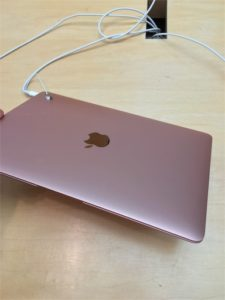 MacBook薄くていいね。