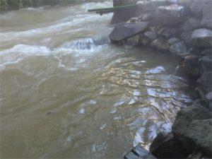 からまつの湯、湯船に川が流入2!!