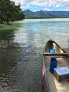 屈斜路湖、カヌー上から撮影