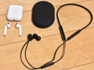BeatsXとAirPodsの比較画像。