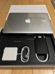 MacBookProを開封。整備済製品だけど、完全な新品ですよね、これは!