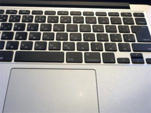 旧型MacBookProのキーボード写真
