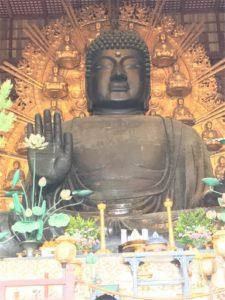 奈良の大仏様。めっちゃ大きい。15m!!