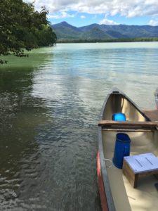 こんな感じのカヌーで、屈斜路湖を案内してもらいましたー!