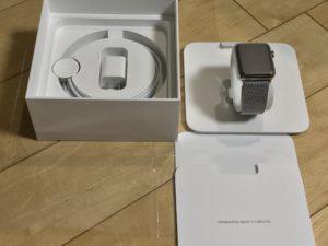 Apple Watchの箱の中身。シンプルで格好よね!