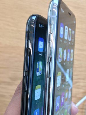 iPhoneXシルバーとスペースグレーの側面比較写真