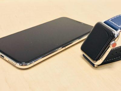 Apple Watch Series3 ステンレススチールモデルとiPhoneXシルバーとの比較写真
