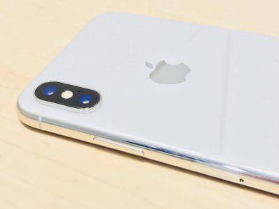 iPhoneXの背面写真。カメラは縦型だね
