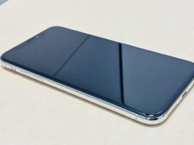 全画面ディスプレイのiPhoneXの写真