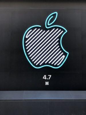 アップル新宿店のリンゴマーク