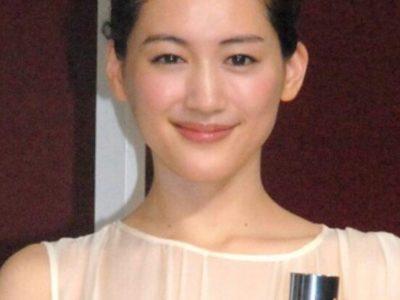 綾瀬はるかのお肌がきれいなのは何故、化粧品を紹介。