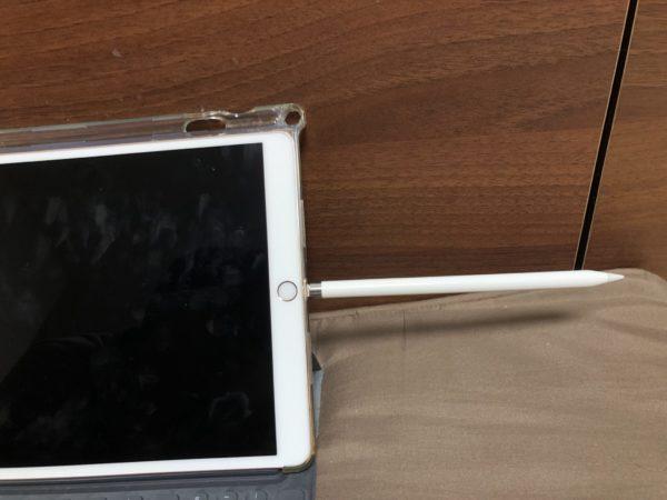 第一世代Apple Pencilの充電はLightningに挿す
